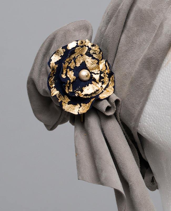 bijoux broche cuir fleur or cuivre gris création fabrication artisanale 78 versailles cécile krée