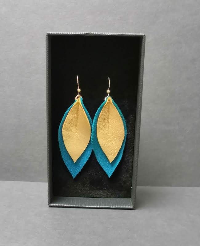 Boucles oreilles en cuir doux - feuilles - création et fabrication artisanale - 78
