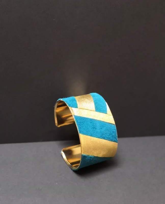bijoux bracelet manchette large métal cuir bleu doré artisan cécile krée feucherolles 78
